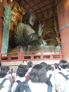 奈良の大仏前にて