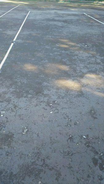 このテニスコートを見て愕然となり、何だか寂しくなりました。